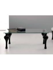 Mesa de centro con patas en madera de haya y sobre de cristal.