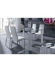 Mesa de comedor moderna con patas en blanco