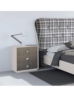 Mesilla de dormitorio madera lacada con tres cajones combinables en roble.