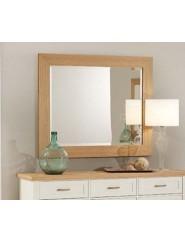 Espejo rectángular de madera de roble o lacado blanco.
