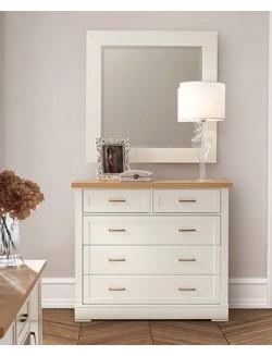 Mueble cómoda con cinco cajones lacado blanco y madera de roble.