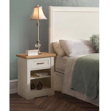 Mesilla de dormitorio con un cajón y dos huecos lacada blanca y madera de roble.