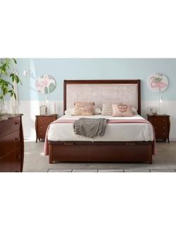 Dormitorio de madera de cerezo con cabecero de madera para cama de 150 cm, dos mesillas y cómoda.