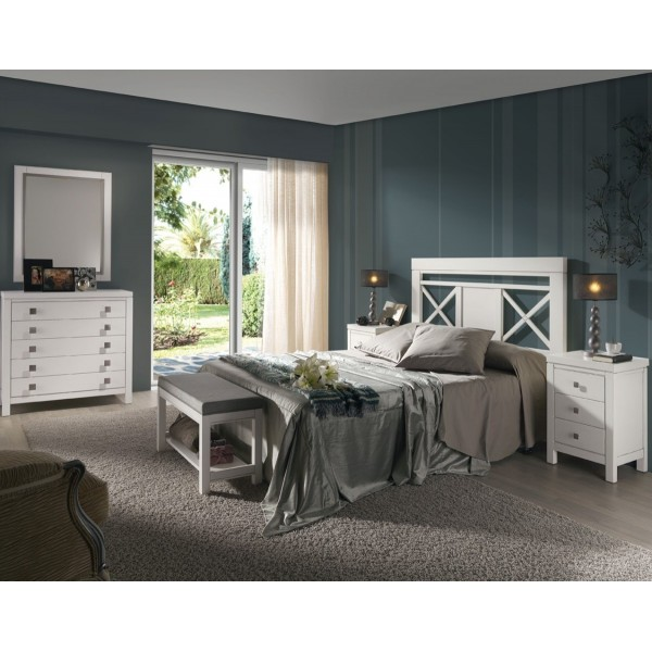 Mesilla de noche en madera de haya maciza con tres cajones for Dormitorio moderno de madera maciza