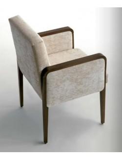 Sillón tapizado en tela o ecopiel y madera de haya.