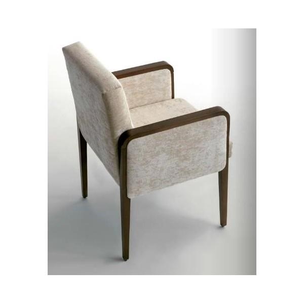 Sill n tapizado en tela o ecopiel y madera de haya for Sillon cama de madera