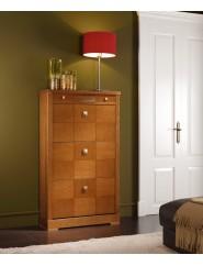 Zapatero de madera de cerezo con puertas abatibles y cajón.