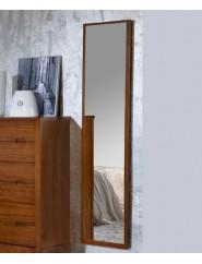 Espejo vestidor con marco de madera.