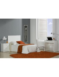 Muebles de dormitorio juvenil lacados en blanco.