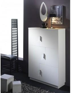 Taquillón moderno con dos puertas y cuatro estantes interiores.